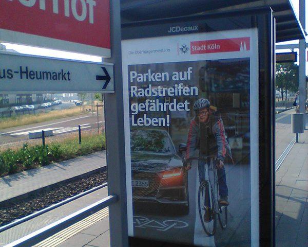 Parken auf Radstreifen gefährdet Leben