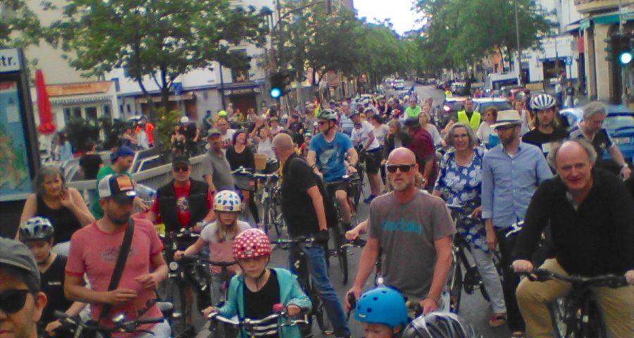 200 Radfahrer bei der Fahrradsternfahrt